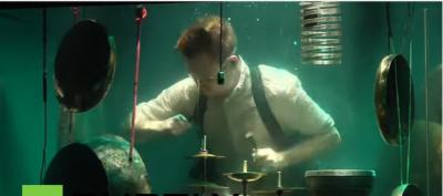 روس میں میوزک بینڈ کی زیر آب پرفارمنس