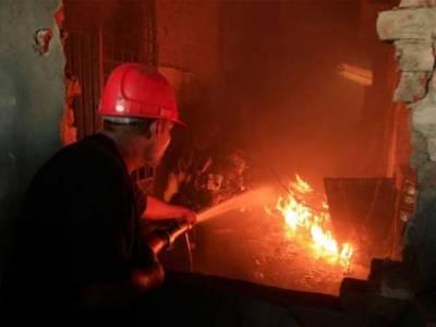 کراچی:گتے کی فیکٹری میں آگ لگنے سے لاکھوں روپے مالیت کا سامان جل کر راکھ