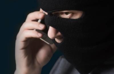 عمان: فون کال کے ذریعے سینکڑوں شہریوں سے فراڈ کرنے والے گروہ کے ارکان گرفتار