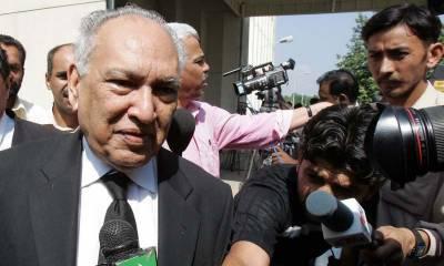 معروف قانون دان شریف الدین پیر زادہ انتقال کر گئے