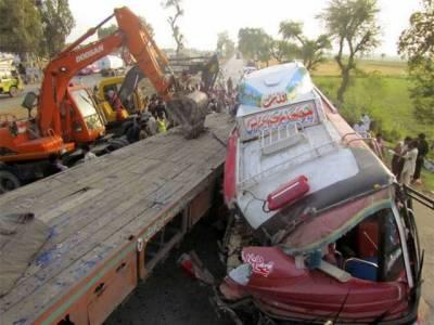 جھنگ روڈ پر مسافر بس اور ٹرک میں تصادم سے 7مسافر جاں بحق ،6زخمی