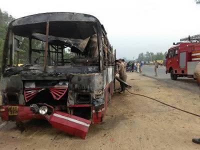 اترپردیش میں بس اور ٹرک میں ہولناک تصادم میں 22مسافر ہلاک ، 15زخمی