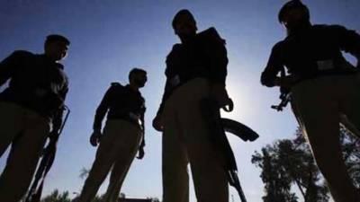 لاڑکانہ پولیس کی مختلف علاقوں میں کارروائیاں، 10 ملزمان گرفتار، موٹر سائیکل اور شراب برآمد