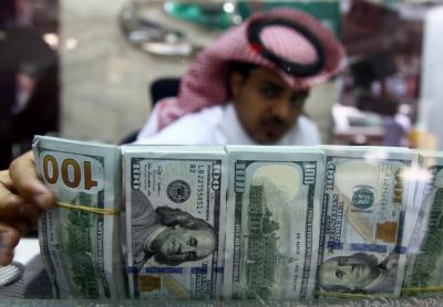 قطری مارکیٹ میں ڈالر سمیت غیرملکی کرنسیوں کی شدید قلت