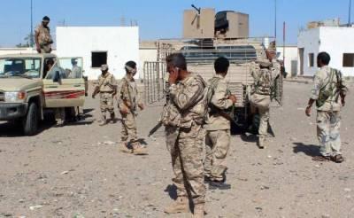 یمن کے فوجی کیمپ پر القاعدہ کا مبینہ کار بم حملہ، 2 فوجی، 10دہشتگرد ہلاک