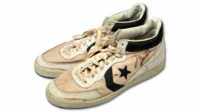 سابق باسکٹ بال پلیئر مائیکل جورڈن کے زیراستعمال جوتے ریکارڈ رقم میں نیلام