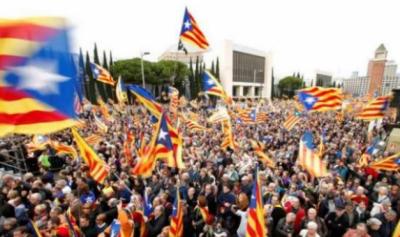 سپین کے صوبے کاتالانیا کی آزادی کے لئے ہزاروں لوگ سڑکوں پر نکل آئے