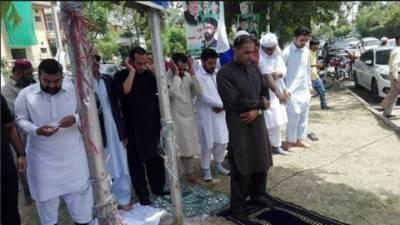 وزیر اعظم محمد نواز شریف کی جے آئی ٹی کے سامنے پیشی ،عابد شیر علی نے گرین بیلٹ میں نماز ظہر کی امامت کرائی