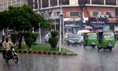 لاہور :بارش کے باعث لیسکو کی 11کے وی اے کی متعدد ٹرانسمیشن لائن متاثر