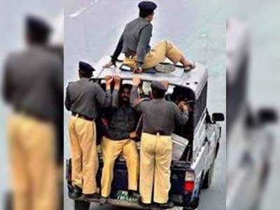 روایتی ہٹ دھرمی یا حالات کا رونا، کب بدلے گا پاکستانی پولیس کا نظام