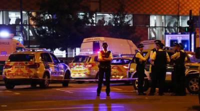 برطانوی وزیراعظم شمالی لندن میں دہشتگردی کا نشانہ بننے والی مسجد پہنچ گئیں، متاثرین سے اظہار یکجہتی