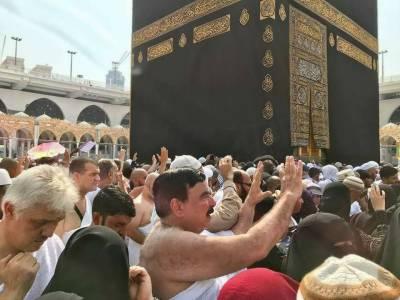 شیخ رشید کی عمرہ کرنے کی نئی تصاویر وائرل ہو گئیں