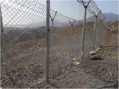 پاک فوج نے افغان سرحد پر خاردار تار لگانے کا کام شروع کر دیا