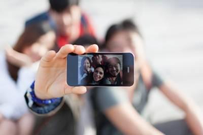 اترپردیش: خطرناک جگہوں پر سیلفی لینے والوں پر پابندی عائد
