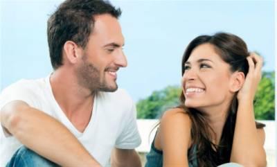 خواتین ہنسانے والے مردوں سے شادی کو ترجیح دیتی ہیں، تحقیق