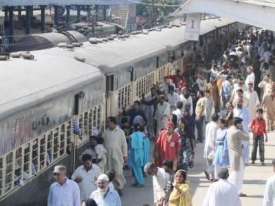 پشاورمیں مقیم دیگرشہروں کے لوگ اپنے آبائی علاقوں کو روانہ ہوگئے