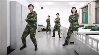 چینی خواتین فوجیوں کا ڈانس شو