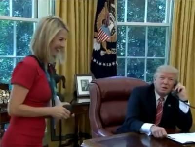 ٹرمپ نے آئرلینڈ کے وزیر اعظم کو فون کے دوران اچانک خاتون رپورٹر کی تعریف کرنا شروع کر دی