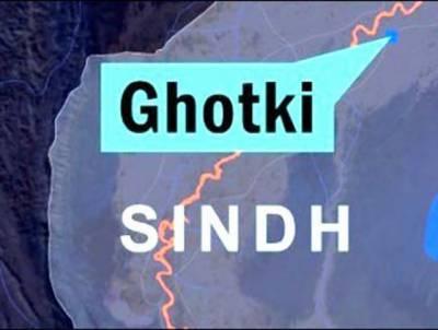گھوٹکی میں قومی شاہراہ پر آئل ٹینکر الٹ گیا