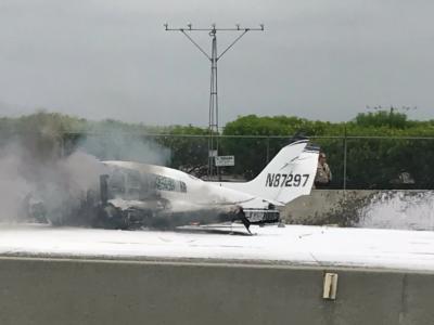 امریکا میں طیارے کی مصروف شاہراہ پر کریش لینڈنگ، ویڈیو وائرل ہوگئی