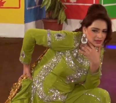 اداکارہ مہک نور نے پرستار سے گاڑی کا تحفہ لینے سے معذرت کر لی