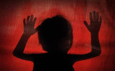 سوتیلی ماں نے مبینہ طور پر 10 سالہ بچی کو گلے میں پھندا ڈال کر قتل کردیا