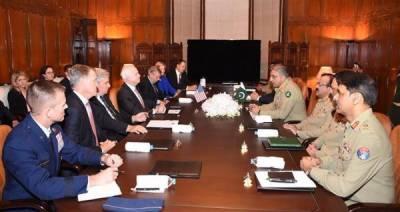 آرمی چیف سے امریکی سینیٹرز کی ملاقات، پاک فوج کی قربانیوں کا اعتراف