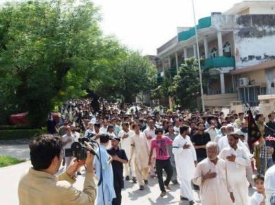 کراچی میں وی وی آئی پی موومنٹ کیخلاف انوکھا احتجاج