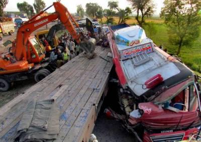 لیہ:کہروڑ عیسن کے قریب ٹریفک حادثہ،15افراد جاں بحق