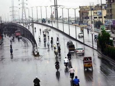 مون سون نے رنگ جمادیا، لاہورسمیت پنجاب کے بیشترشہروں میں بادل جم کربرسے