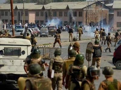 مقبوضہ کشمیر میں بھارتی فورسز پرحملے کے دوران یاتریوں کی بس زد میں آگئی ،7ہلاک