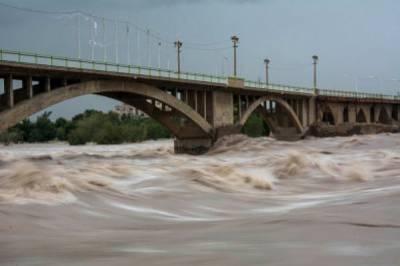 ملک کے مختلف علاقوں میں ہونیوالی حالیہ بارشوں کے بعد تمام اضلاع میں فلڈ الرٹ جاری