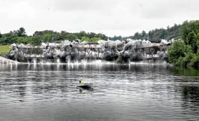 امریکا میں دریا پر قائم 108سال قدیم پل دھماکا خیز مواد سے تباہ