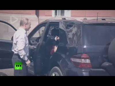 روسی صدرکی گاڑی میں سرخ لباس والی خاتون،سوشل میڈیا پر نئی بحث