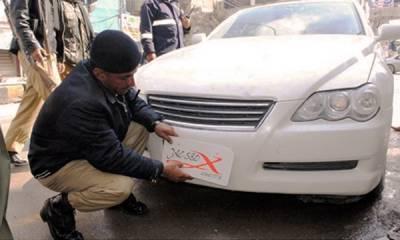 پٹرولنگ پولیس کا بغیر نمبر پلیٹ اور اپلائیڈ فار گاڑیوں کے خلاف کریک ڈاؤن کا آغاز