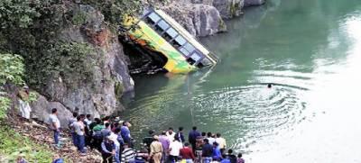 مقبوضہ کشمیر میں ہندو یاتریوں کی بس کھائی میں جا گری، 16افراد ہلاک، 26شدید زخمی
