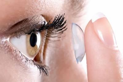 برطانیہ میں خاتون کی آنکھ کے اندر سے 27 کانٹیکٹ لینز نکال لیے گئے