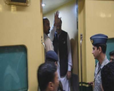 صدر کی ٹرین سفر کے ذریعے سادگی مہم 2کروڑ روپے میں پڑی