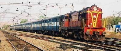 بھارتی ٹرینوں میں کھانا استعمال کے قابل نہیں،رپورٹ