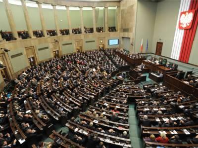 پولینڈ کے ایوان بالا نے عدالتِ عظمی کے نظام میں ردوبدل کا بل منظور کر لیا