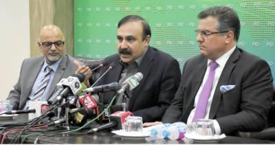 ن لیگی رہنماؤں کی پریس کانفرنس میں صحافیوں کی نعرےبازی