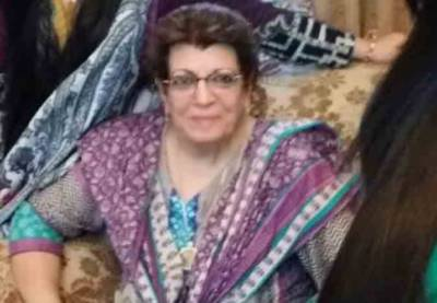 گلوکارہ مومنہ مستحن کی دادی انتقال کر گئیں