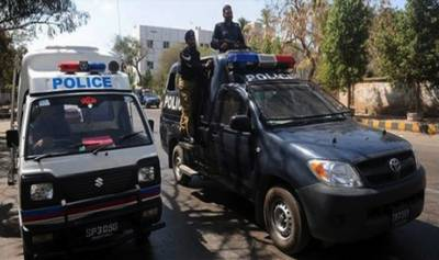 کراچی: ٹریفک پولیس اہلکاروں پر دہشت گردوں کا حملہ, ایک شہید، دوسرا زخمی