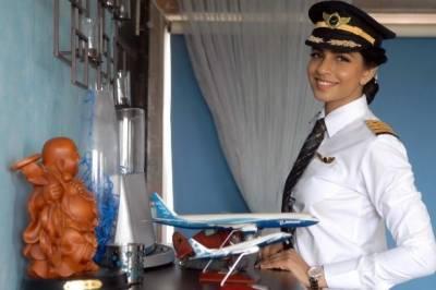 بوئنگ 777 طیارہ اڑانے والی دنیا کی کم عمر ترین بھارتی خاتون پائلٹ