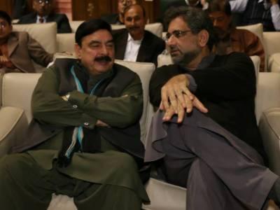 شاہد خاقان عباسی اور شیخ رشید وزارت عظمیٰ کیلئے مدمقابل، کاغذات نامزدگی حاصل کر لئے