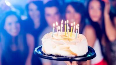 خبردار.. کیک پر لگی موم بتیاں بجھانا جراثیم میں 14 گُنا اضافے کا باعث