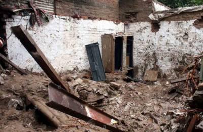 بارشوں سے چھتیں گرنے کے مختلف واقعات میں 3 افراد جاں بحق