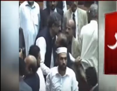 نو منتخب وزیر اعظم کی ایسی حرکت جس کو کیمرے کی آنکھ نے محفوظ کر لیا