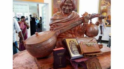 بھارتی حکام نے عبدالکلام کے مجسمے کے برابر سے قرآن کو ہٹا دیا