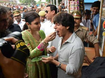"""بنارس میں """"شاہ رخ خان """" پان کی فروخت"""